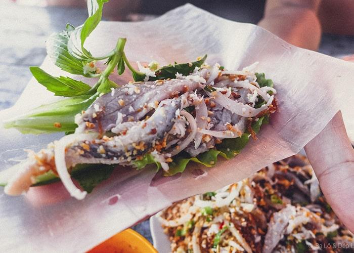 Gỏi cá nhồng và Lẩu cá bóp nấu xoài tạo nên sự kết hợp hoàn hảo