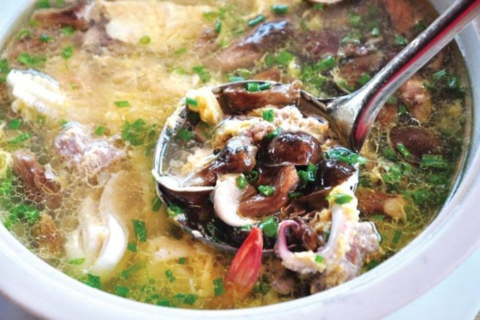 Canh nấm tràm hải sản thơm ngon