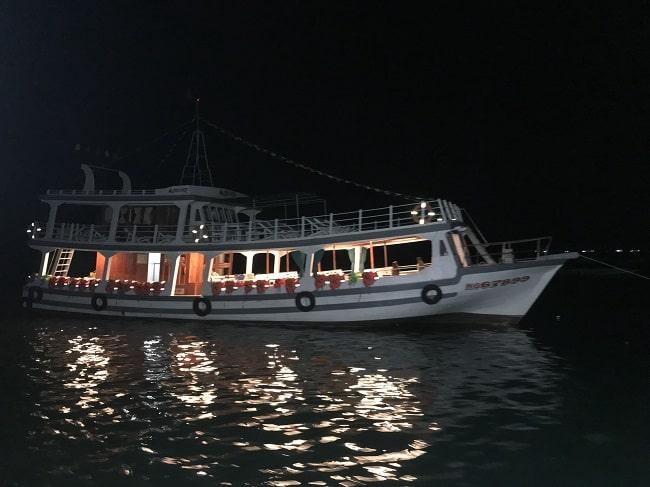 Tàu câu mực đêm ở Phú Quốc
