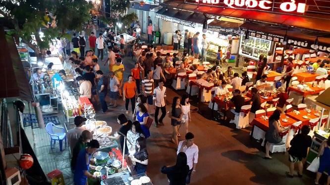 Không gian nhộn nhịp, tấp nập tại chợ đêm Phú Quốc