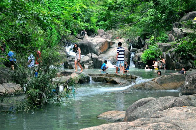 Suối bàn đá Phú Quốc