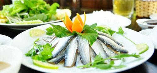 Gỏi cá ăn kèm bún