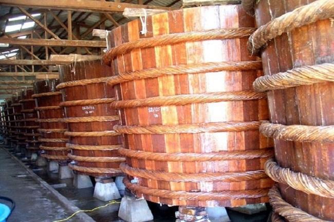 Thăm các hàng thùng nước mắm Phú Quốc