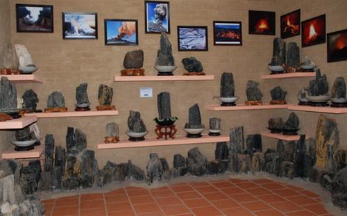 Hiện vật sưu tầm và chế tác được trưng bày giới thiệu