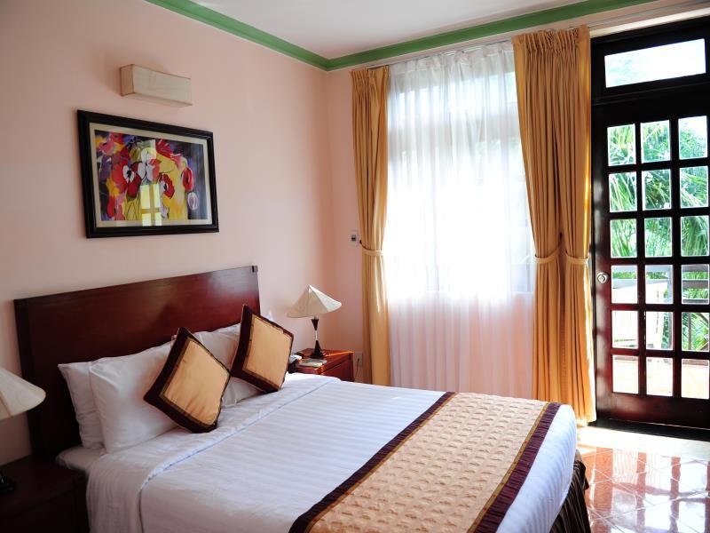 Nội thất phòng ngủ tại Sasco Blue Lagoon Resort Phú Quốc
