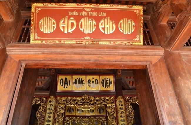 Trên các bảng gỗ đều sử dụng Tiếng Việt