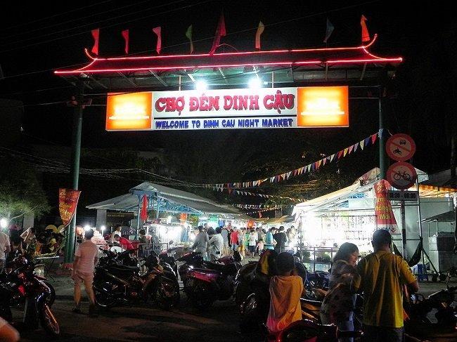 Chợ đêm Dinh Cậu mang đậm linh hồn Phú Quốc.