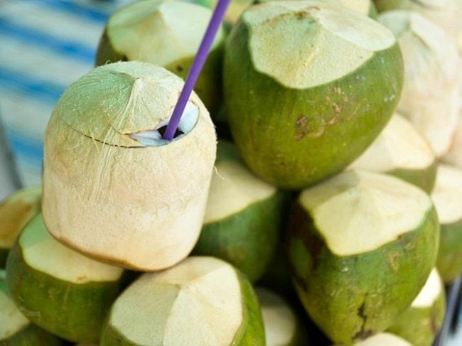 Dừa xiêm mát lạnh giá đặc sản Phú Quốc