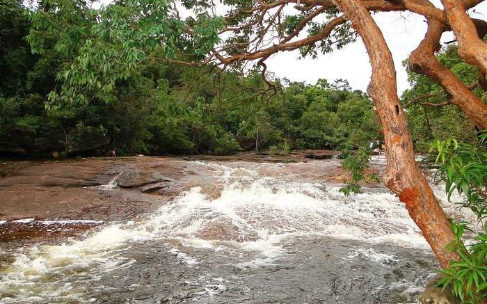 Khung cảnh kì vĩ, hoang sơ của suối Đá Bàn