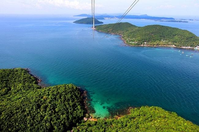 Ngắm nhìn những màu sắc ấn tượng của biển cả từ độ cao trên cáp treo Hòn Thơm